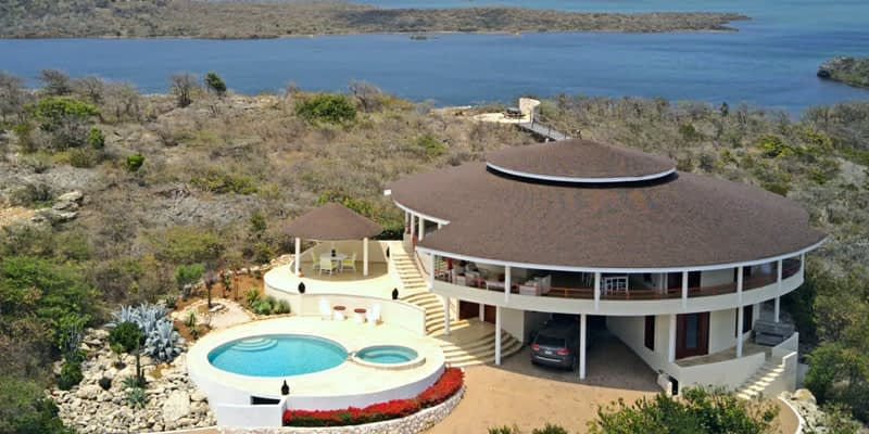 House hunting on Curacao