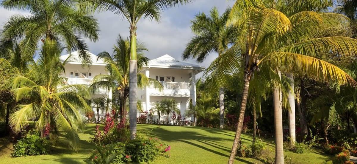 Beachfront hotel for sale in Costa Rica