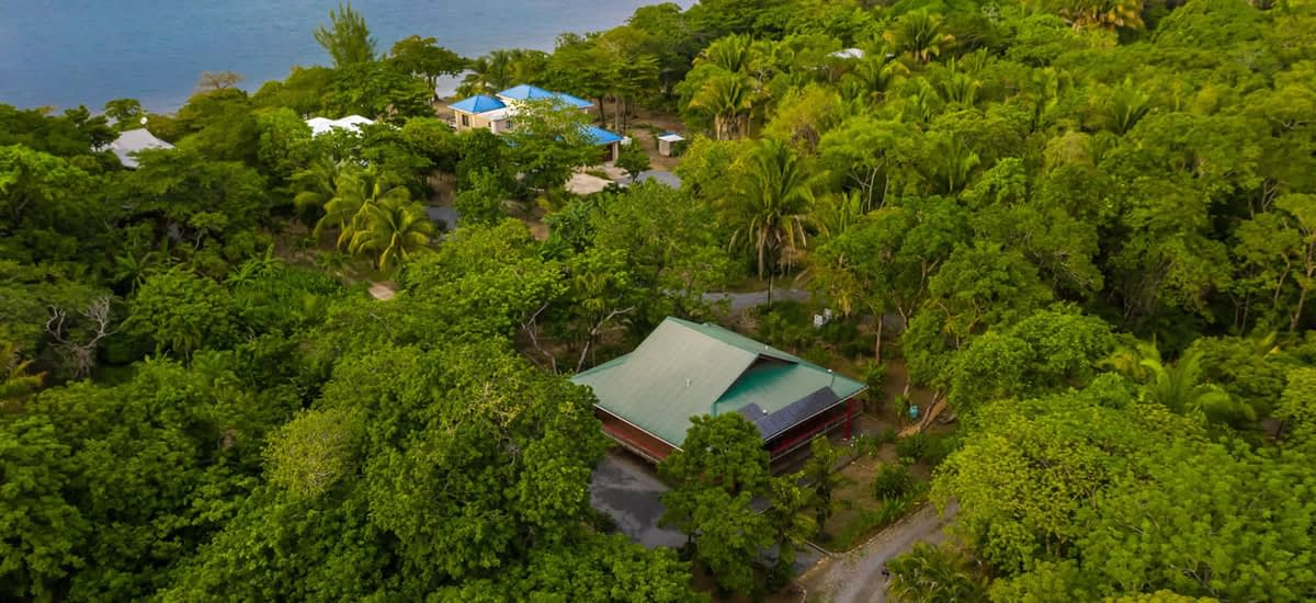 Off the grid home for sale in Palmetto Bay, Roatan